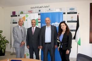 """البنك العربي وإنجاز فلسطين يجددان اتفاقية برنامج """"تحسين البيئة المدرسية"""" في ست مدارس حكومية"""